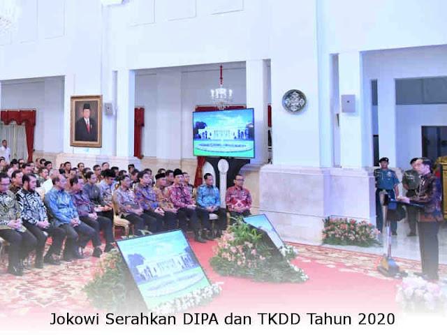 Joko Widodo Serahkan DIPA dan TKDD Tahun 2020 di Istana Negara