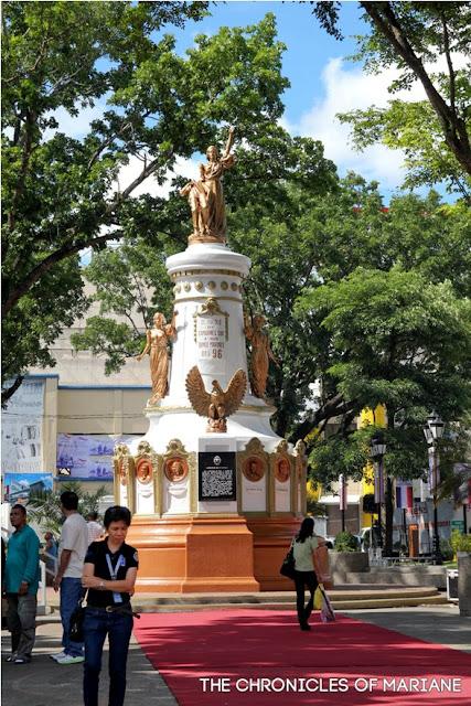 Plaza Quince Martires naga