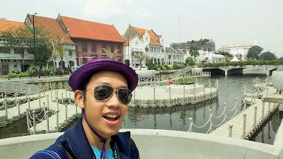blogger eksis selfi di revitalisasi kali besar jakarta