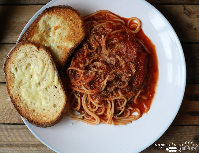A plate of courgetti with gluten free garlic bread from Anyonita-Nibbles.co.uk