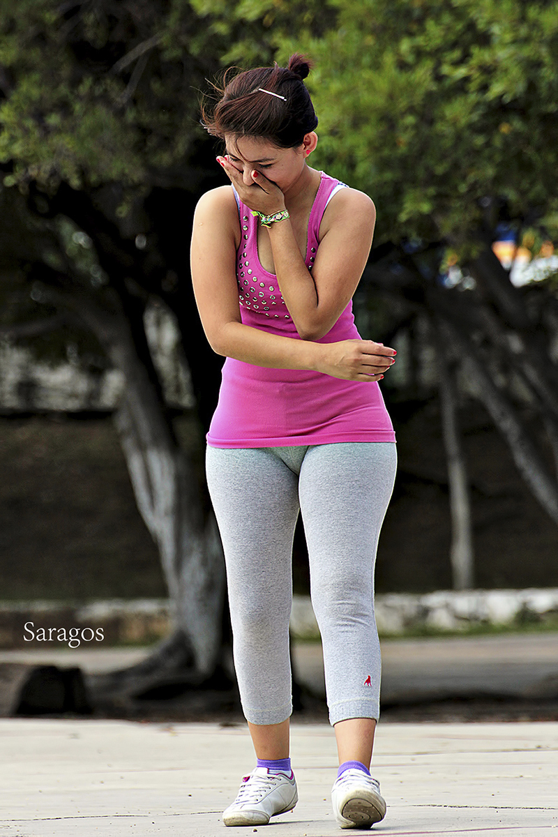 Curvy Milf Latina In Gray Lycra Showing Pawg Vpl -6352