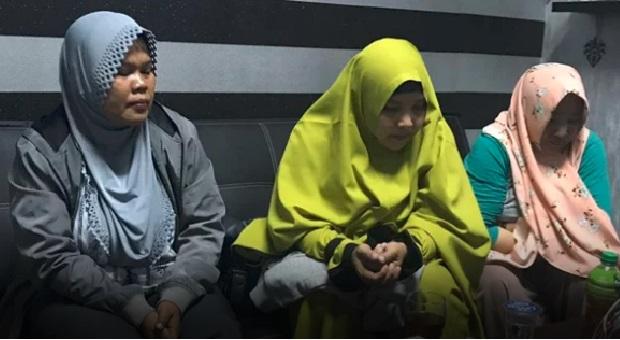 Polisi Tangkap Ibu-Ibu Kampanye Hitam Jokowi