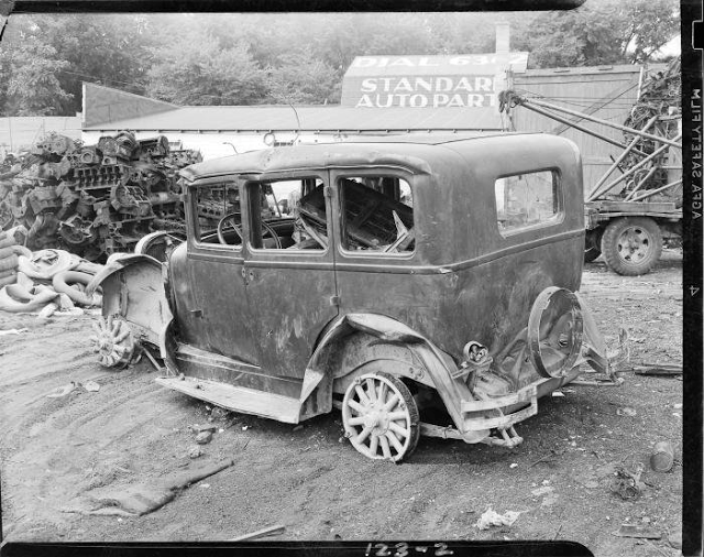 50 Vintage Photos of Classic Car Salvage Yards and Wrecks ...