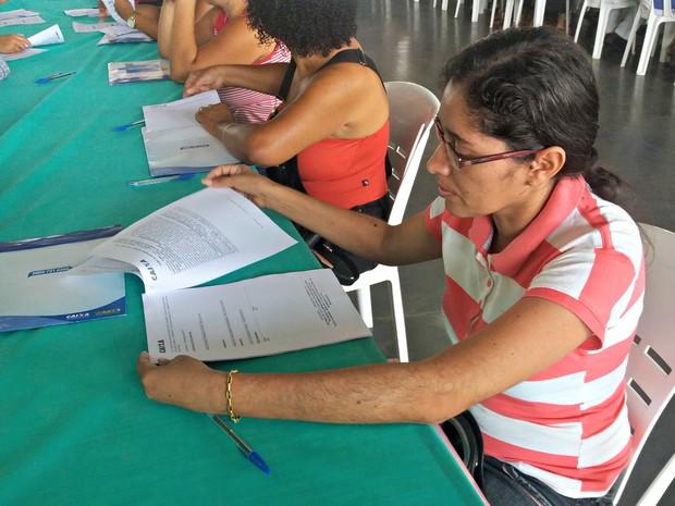 Em Cacoal, beneficiários começam assinar contratos de casas populares