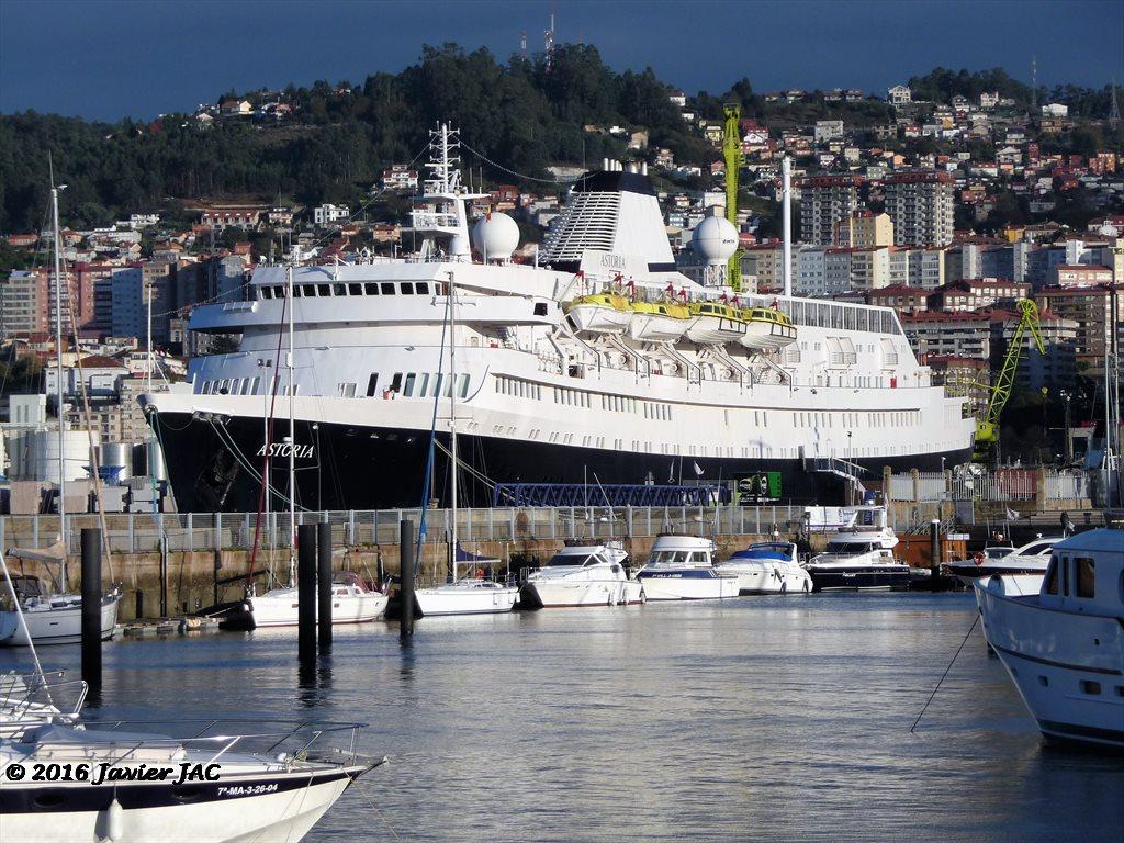 Fotos y videos de buques en vigo buque crucero tur stico - Puerto de vigo cruceros ...