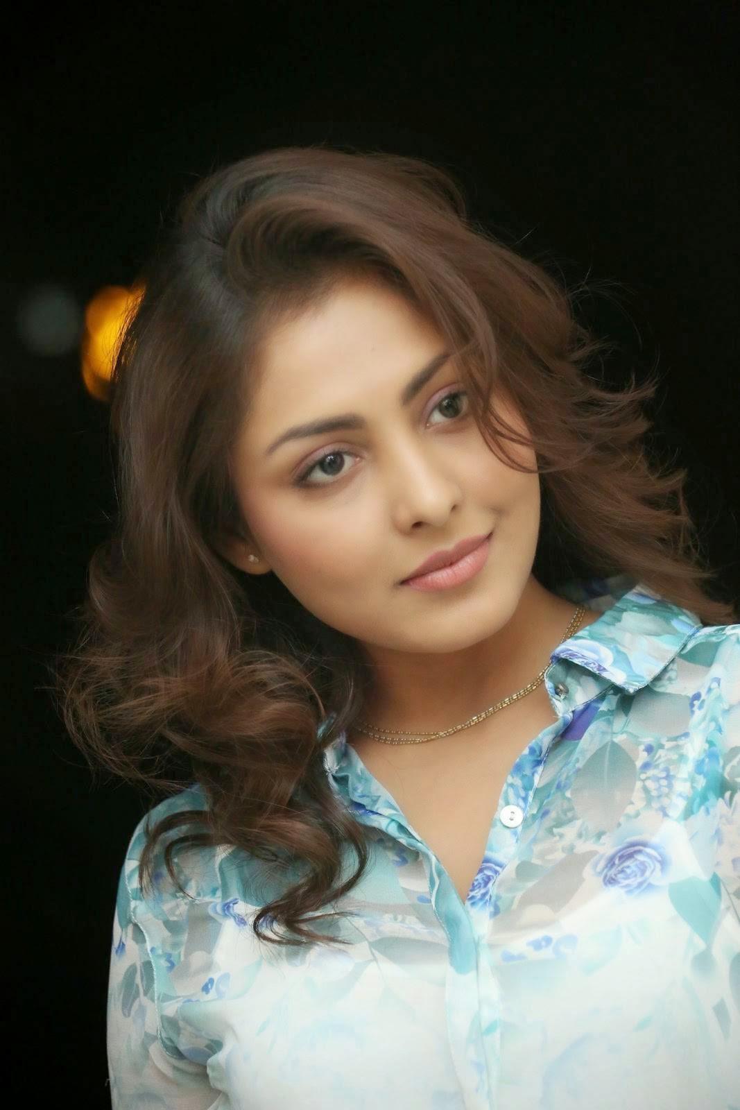 Madhu Shalini, Madhu Shalini Hot Face Close up images