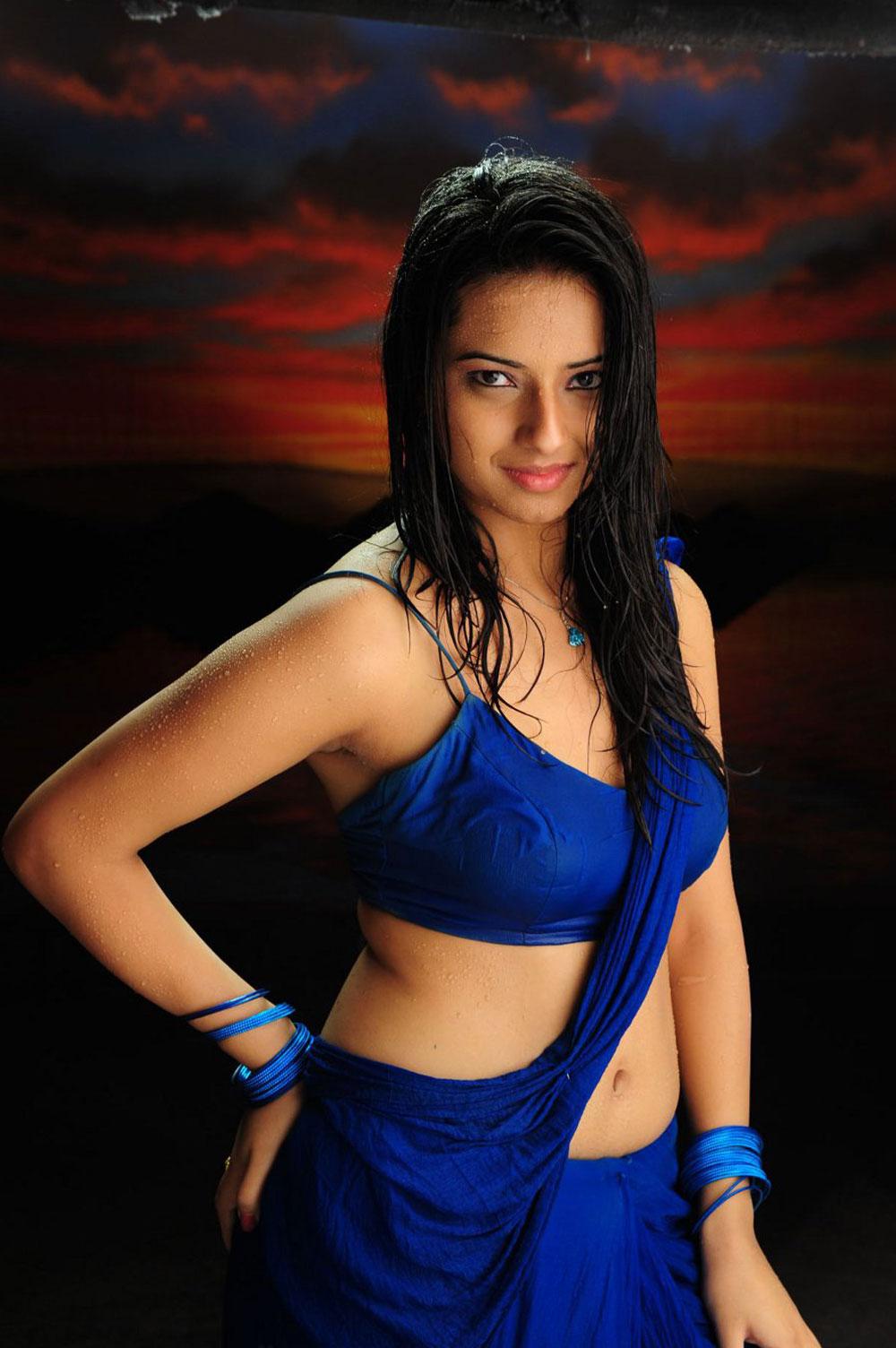 Actress IshaChawla Latest Images