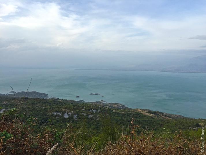 Вид на долину и Скадарское озеро, Черногория