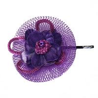 Horquilla redecilla y flores en violeta