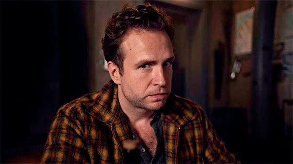 Rafe Spall en Black Mirror White Christmas