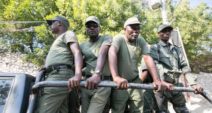 """""""No queremos este ejército de ladrones"""" gritan cientos de haitianos en las calles"""