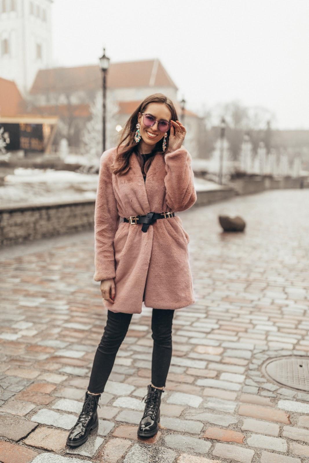 black belt pink fur coat outfit
