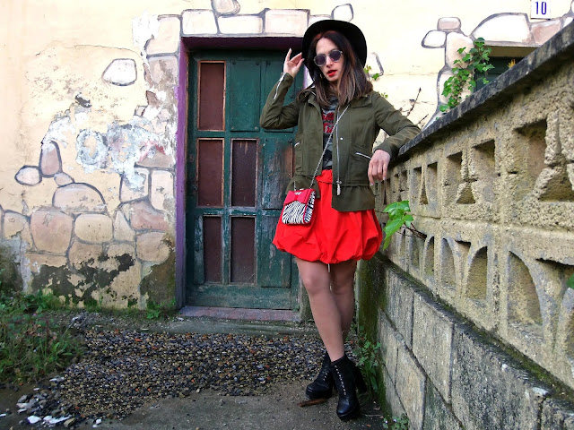 fashion, moda, look, outfit, blog, blogger, walking, penny, lane, streetstyle, style, estilo, trendy, rock, boho, chic, cool, casual, ropa, cloth, garment, inspiration, fashionblogger, art, photo, photograph, Avilés, oviedo, gijón, asturias, hat, jacket, skirt, khaki, caqui, camuflaje, camuoflage,