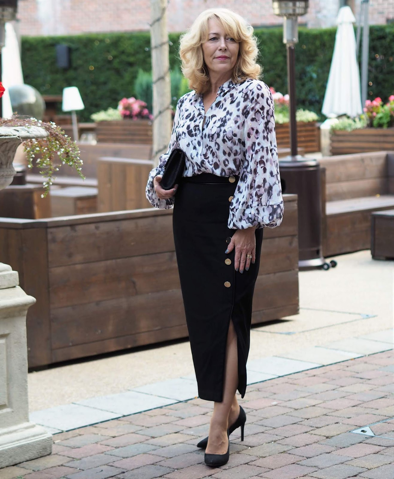 Petite over 50s fashion blogger Laurie Bronze from Vanity and Me shows that petites can wear longer skirts