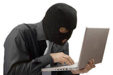 Hacker Penjebol Celah Keamanan