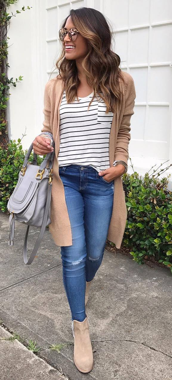 what to wear with rips: grafic top + cardi + bag