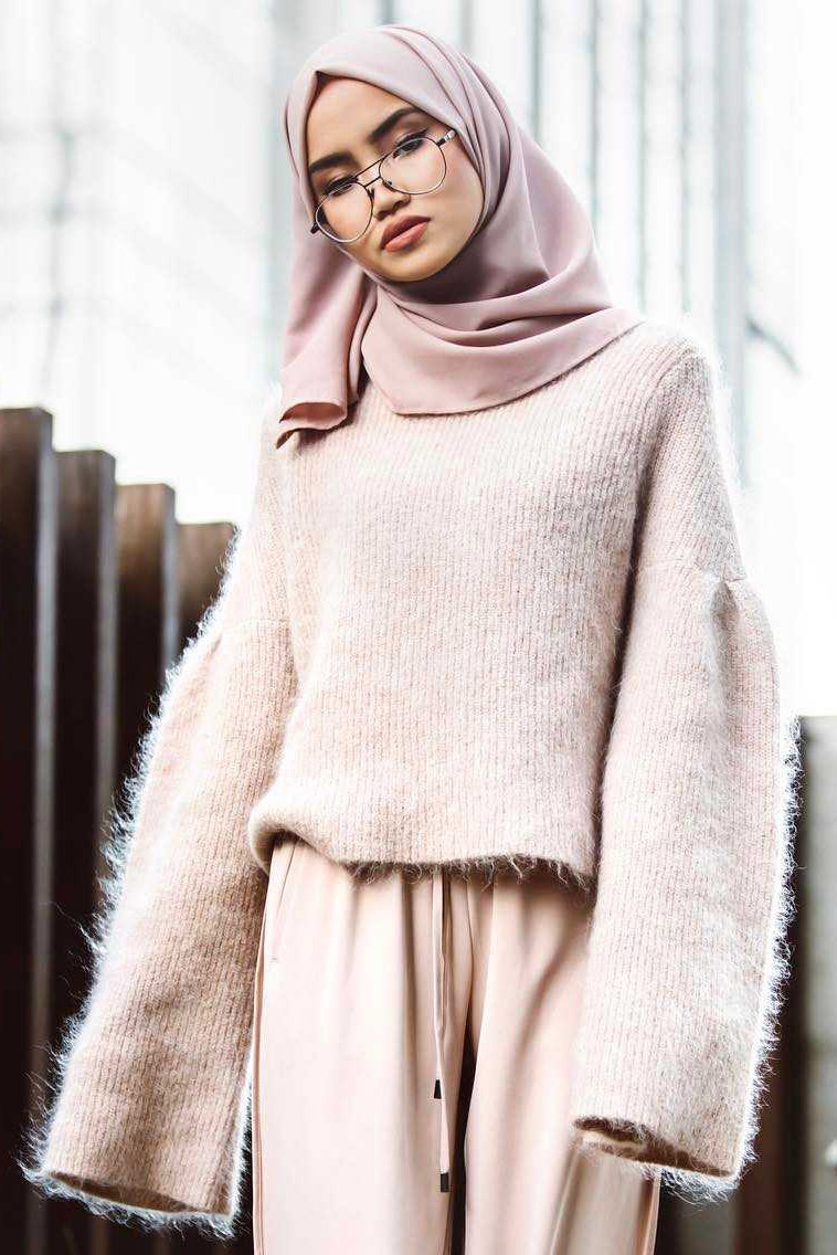 Cewek IGO Jilbab Kacamata cadar terbaru
