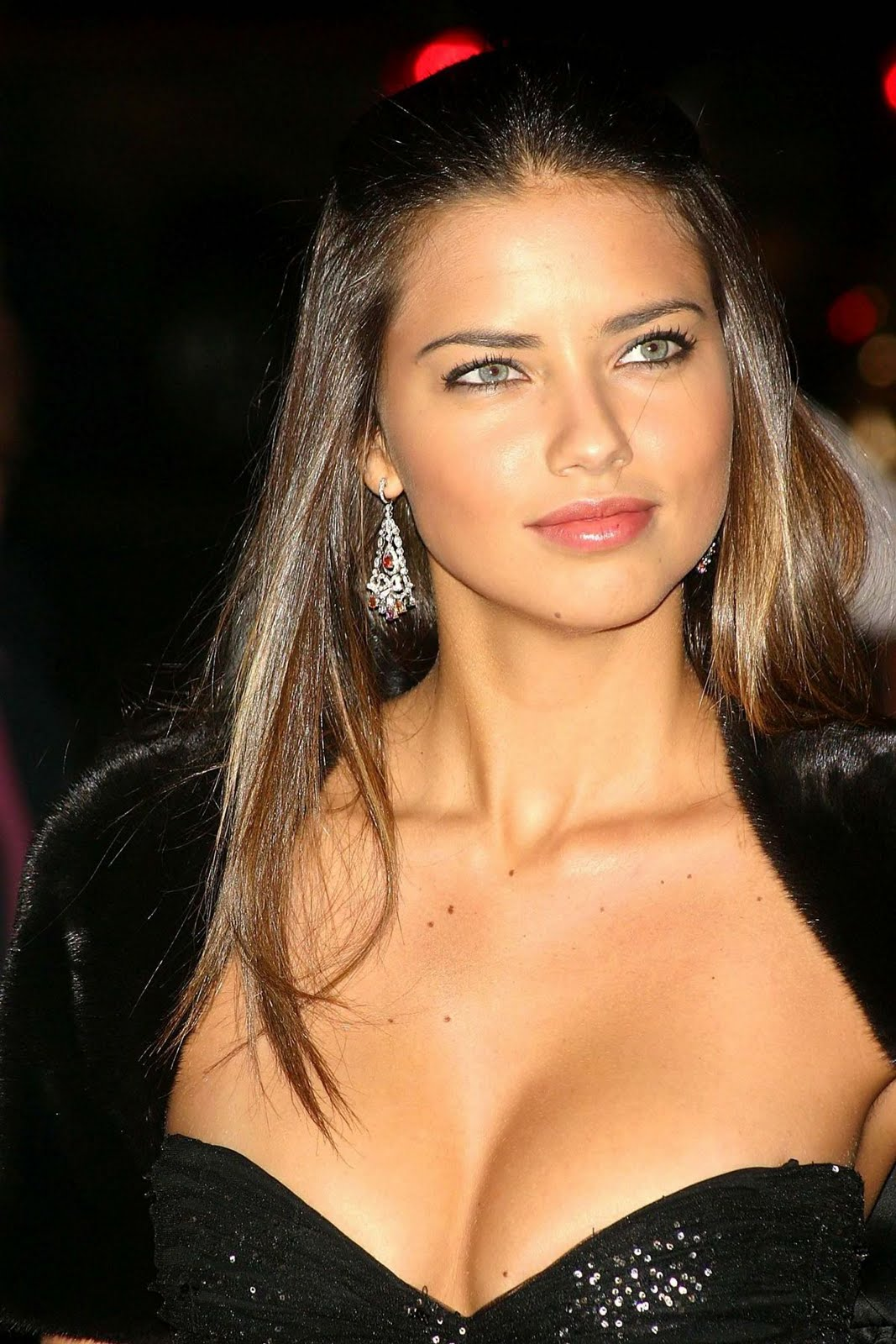 Celebrity Adriana Lima sexy Long Hairstyles Wallpaper