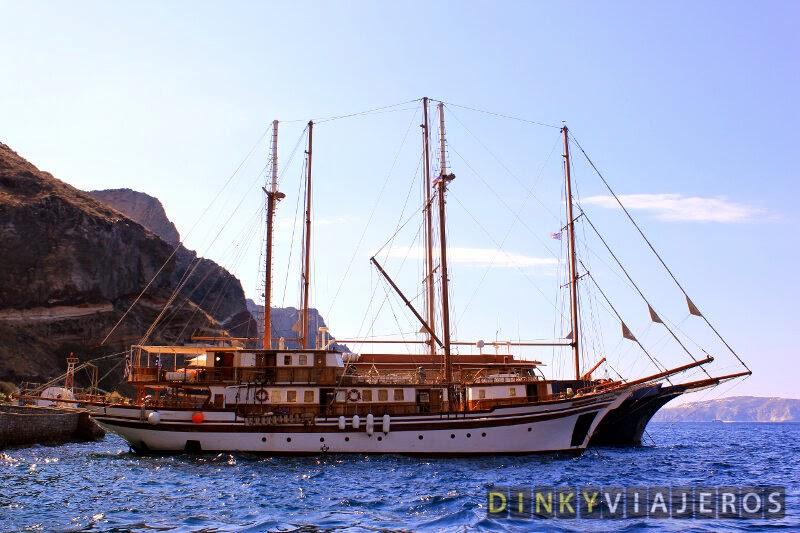 Barcos en el Puerto Viejo de Fira (Santorini)