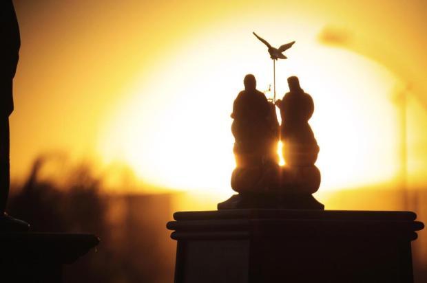 MÊS DE MAIO: Procissão com imagem do Divino Pai Eterno acontece hoje na Terra da Romaria
