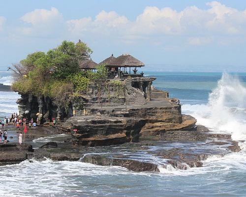 Tinuku.com Travel Tanah Lot Temple legacy Dang Hyang Nirartha to Hindu Bali teachings to glory of sea god Bhatara Segara