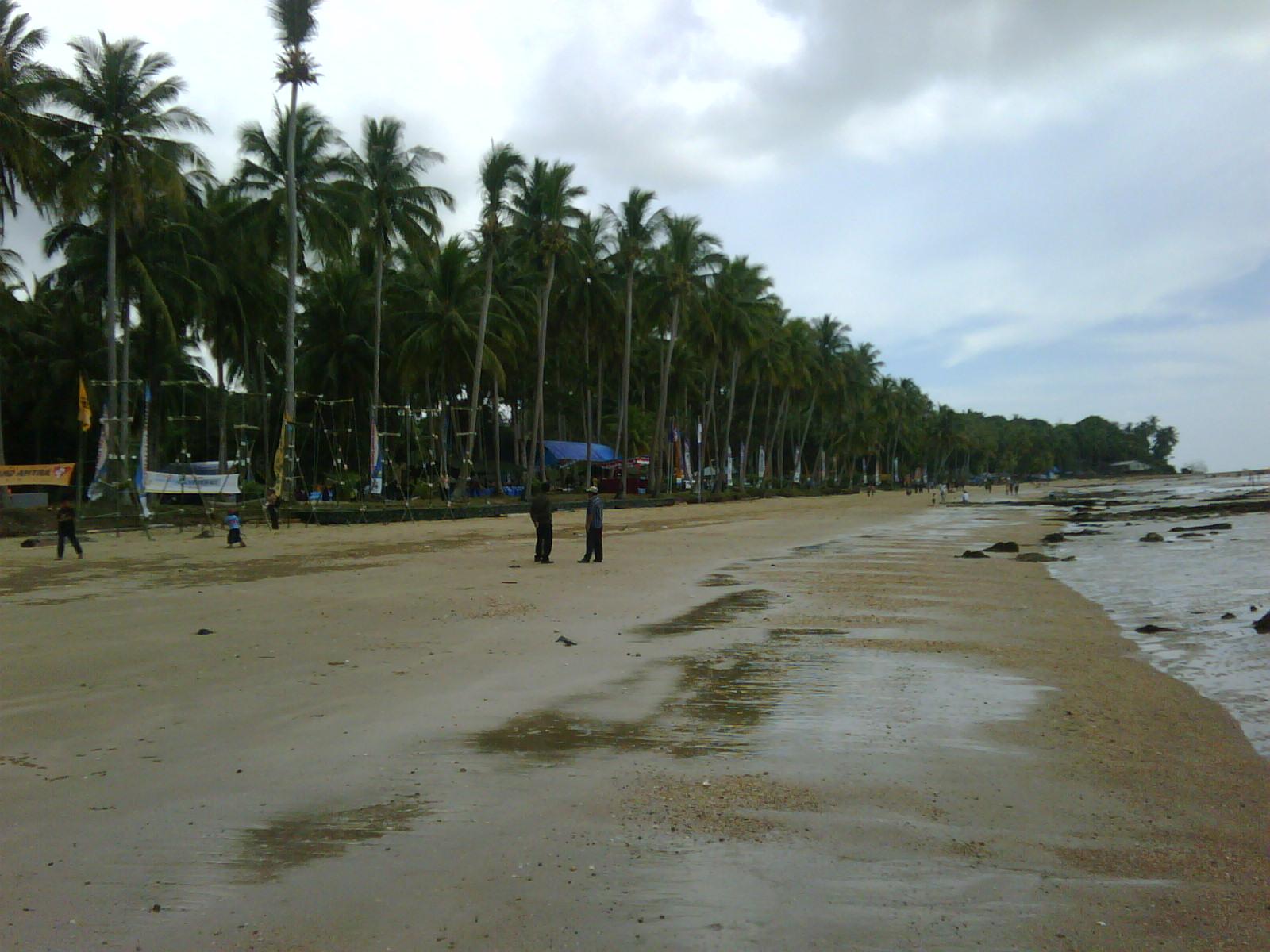 Wisata Kuliner Nunukan: Pantai Wisata Batu Lamampu di Sebatik