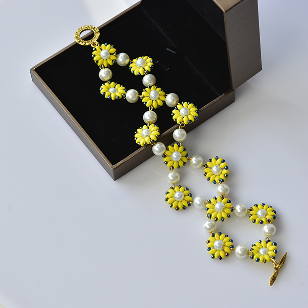 Elegant Jewelry Beads and Accessories: DIY Yellow 2-Hole Seed Beads ...