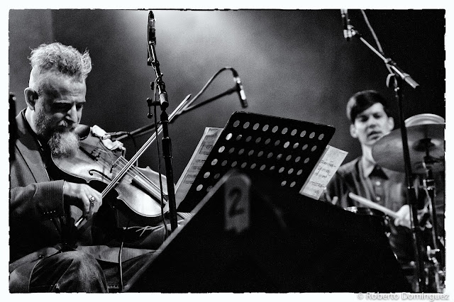 © R.Domínguez - Ches Smith Trio