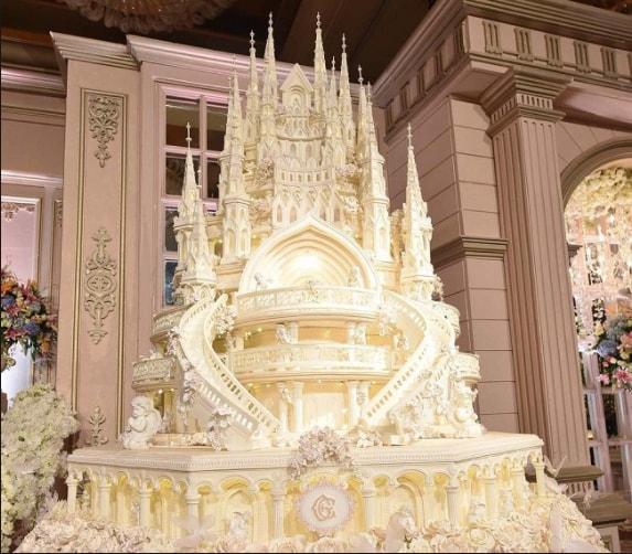 Tema Kue Pengantin Bentuk Kastil Cinderella