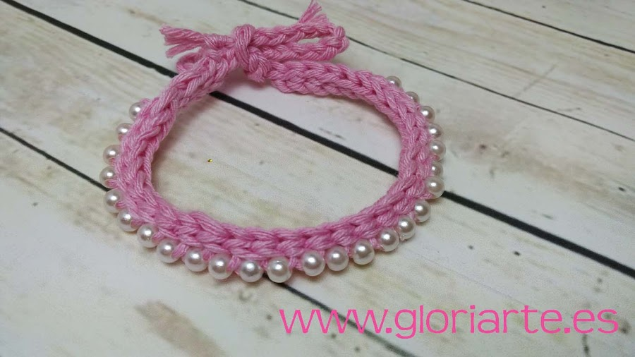 pulsera rosa de crochet con cuentas