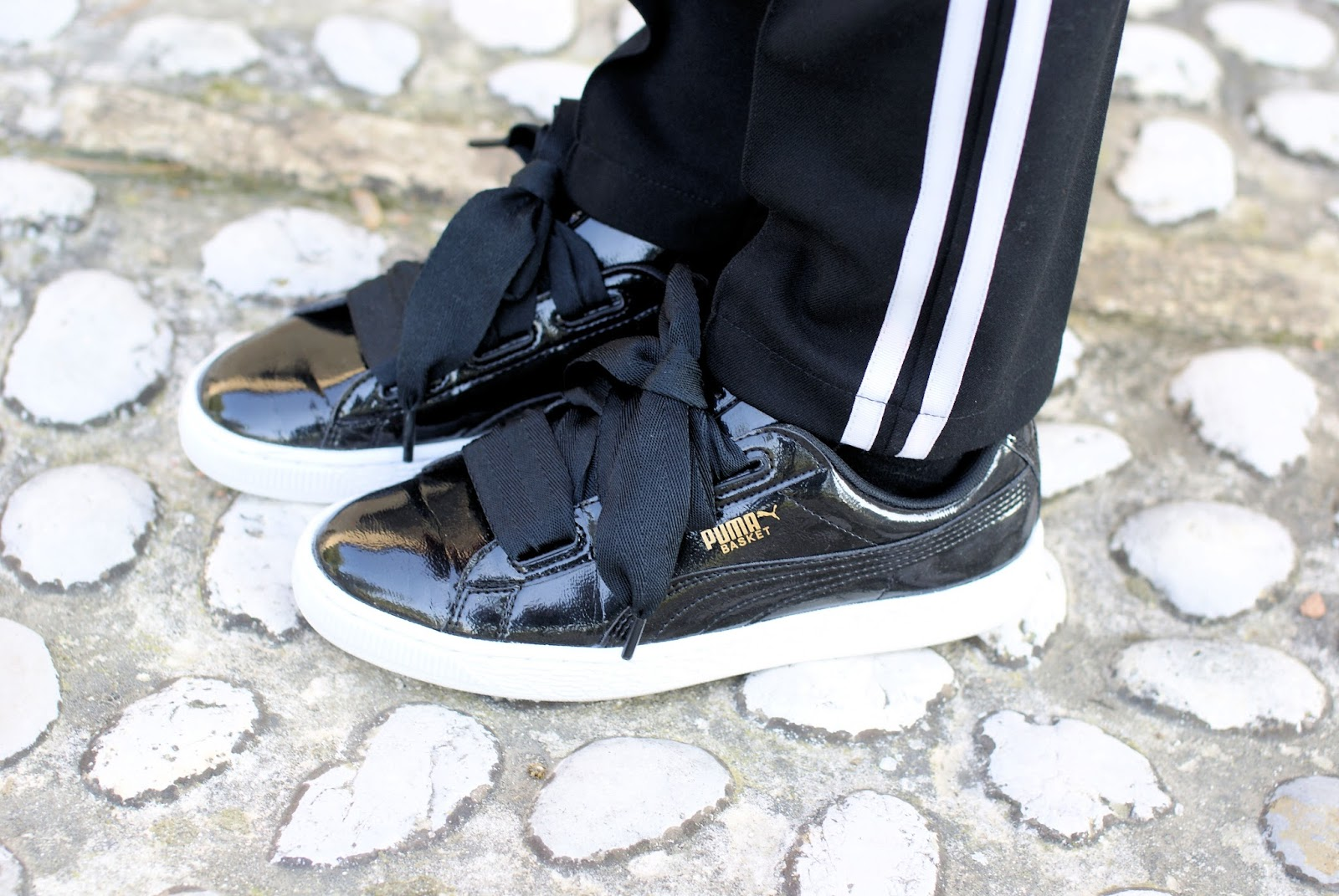 Puma ribbon black sneakers on Fashion and Cookies fashion blog