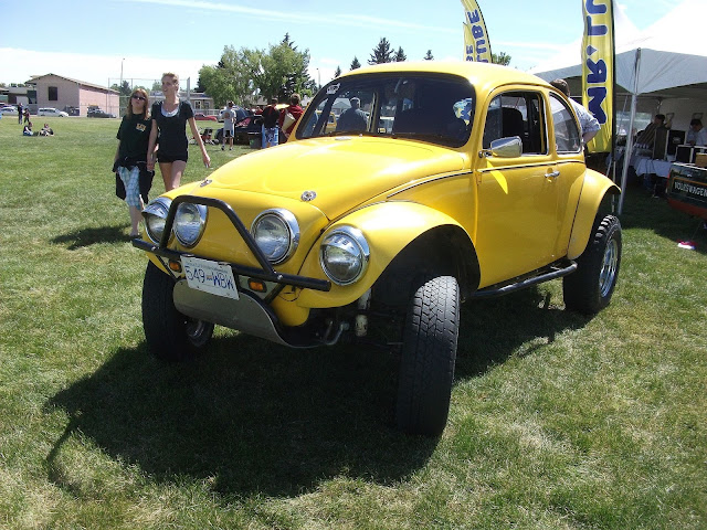 Front 3/4 view of 1960s Baja Bug