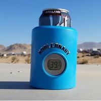 un thermos avec thermomètre pour canette de bière