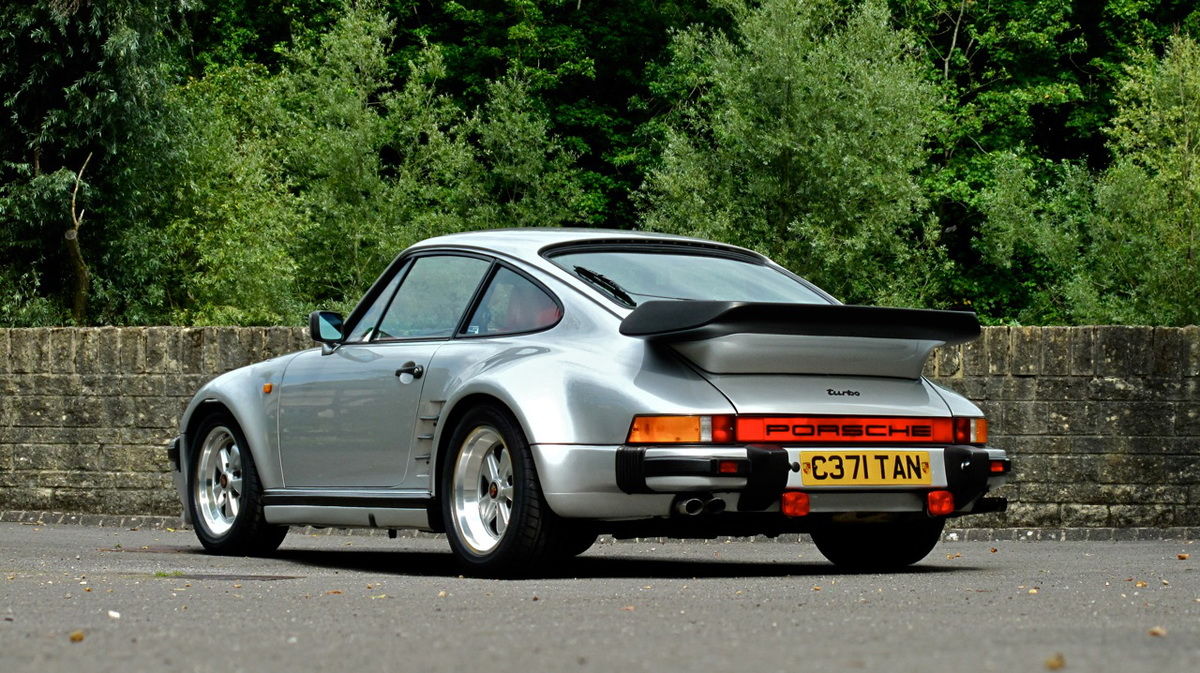 first and last porsche 930 turbo se flatnose coupes for the uk head to auction block carscoops. Black Bedroom Furniture Sets. Home Design Ideas