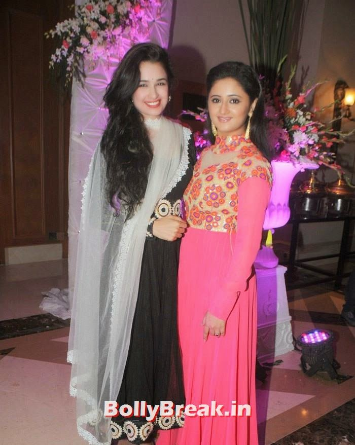 Yuvika Chaudhary, Rashmi Desai, Manali Jagtap, Vicky Soor Engagement Ceremony Pics