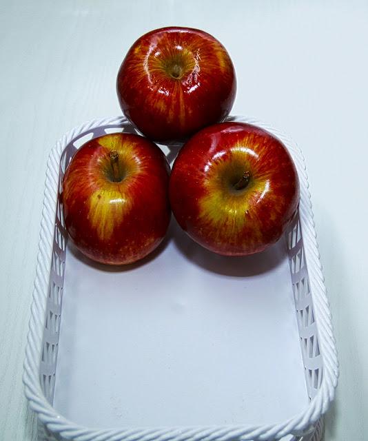 Fotos de 3 manzanas una sobre otras.