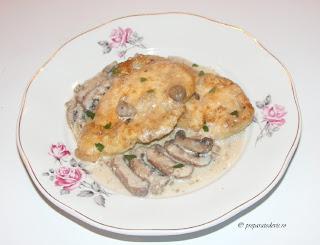 Pui cu sos de ciuperci brune retete culinare,
