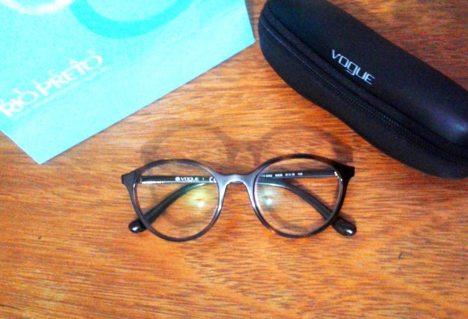 aac2f63c22e76 Estou usando esse VOGUE lindo e gigante huhuhu confesso que aderi a modinha  de óculos grandes