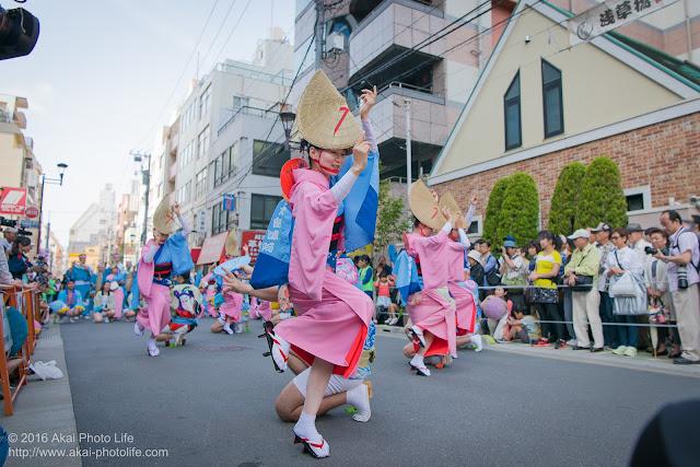 マロニエ祭り、志留波阿連のヒューリック浅草橋ビル前での演舞