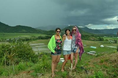 wisatawan mancanegara dan bukit not beka beka