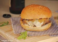 Hamburguesa con gorgonzola y cebolla caramelizada