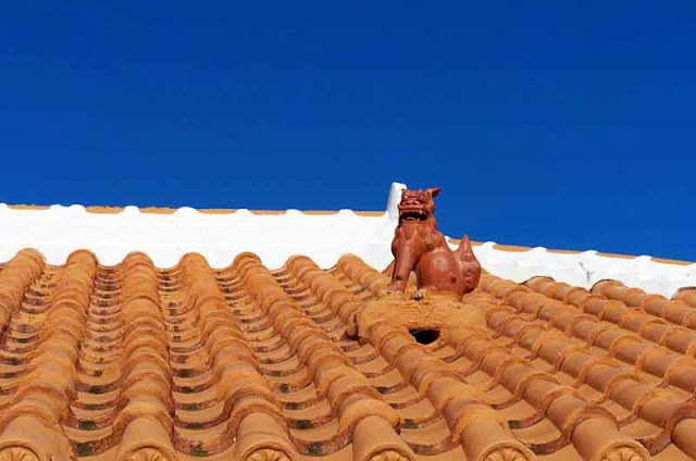 orange tiled roof, shisa statue