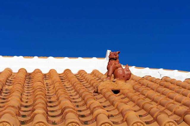 orange tiled roof, shisa statue
