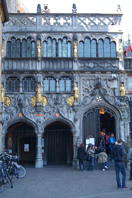 Blog & Fotografie by it's me! - Front der Kirche mit Jesus Bluttropfen in Brügge, Belgien