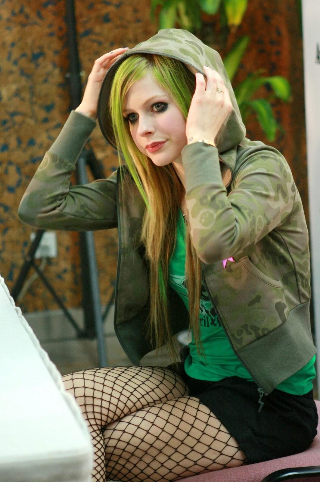 Avril lavigne goodbye - 1 part 9