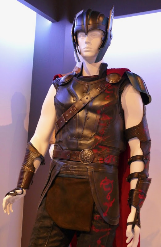 Chris Hemsworth Thor Ragnarok movie costume
