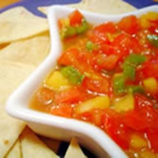 Сальса из авокадо, помидоров и манго