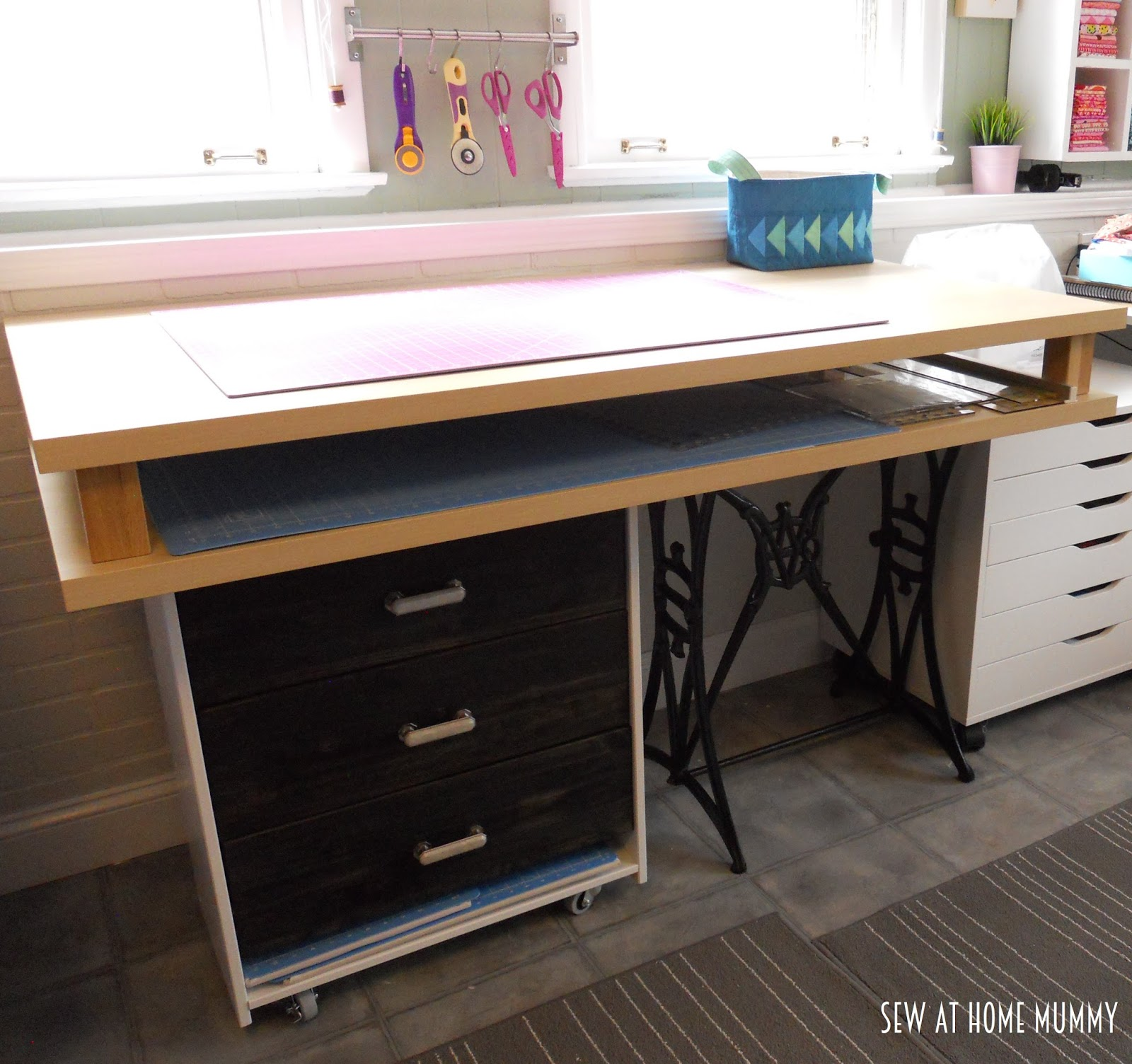 Sew at Home Mummy: DIY Fabric Cutting and Craft Table