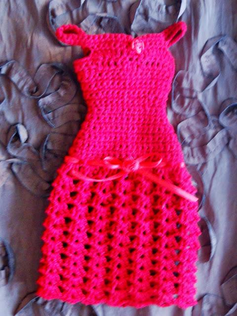 Vestido vermelho e Sapatos de Crochê Para Barbie  Por Pecunia MillioM