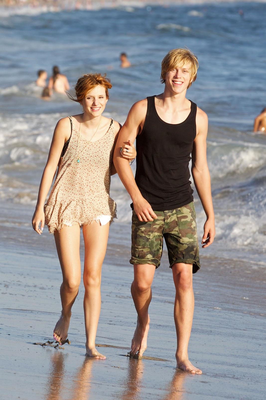 Bella Thorne Bella Thorne En La Playa De Malibu